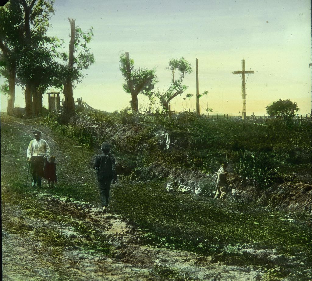 Дорога вдоль кладбища