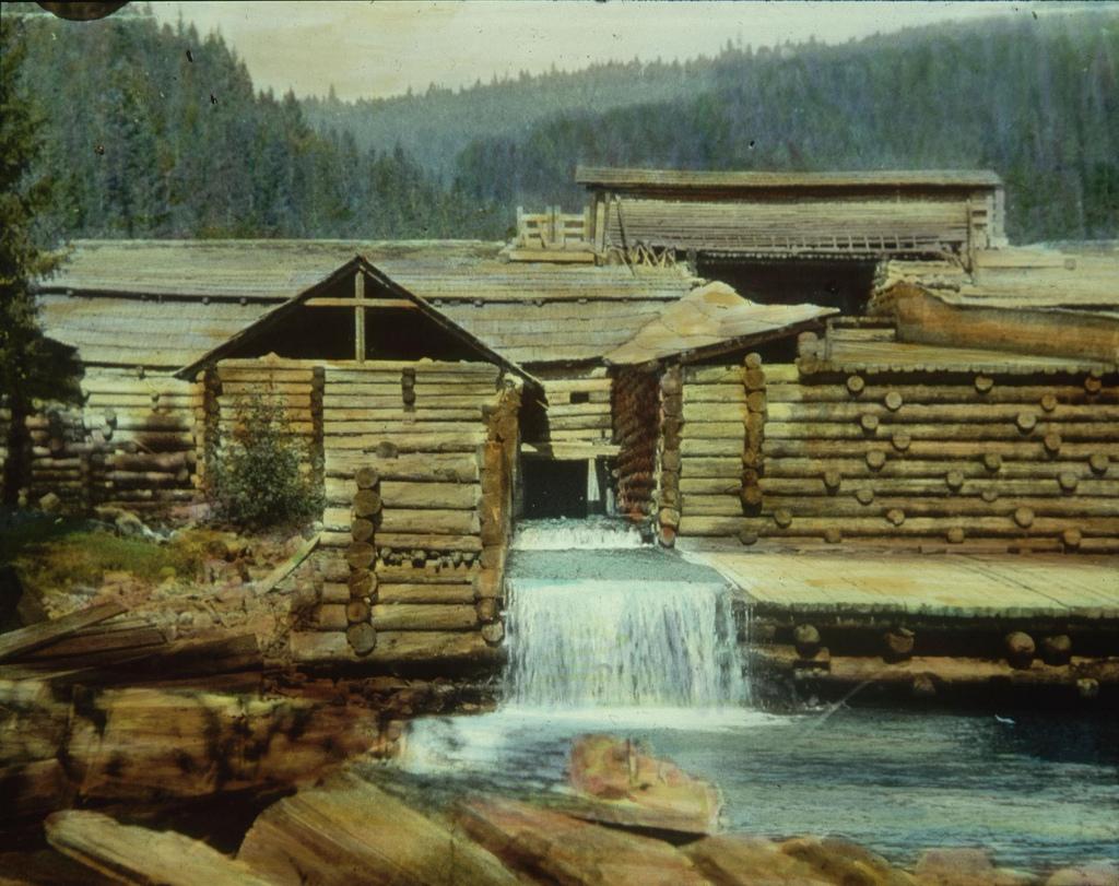 Деревянная плотина сложной конструкции