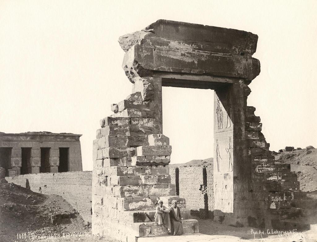 1890. Дендера. Ворота Траяна и храм богини Хатхор