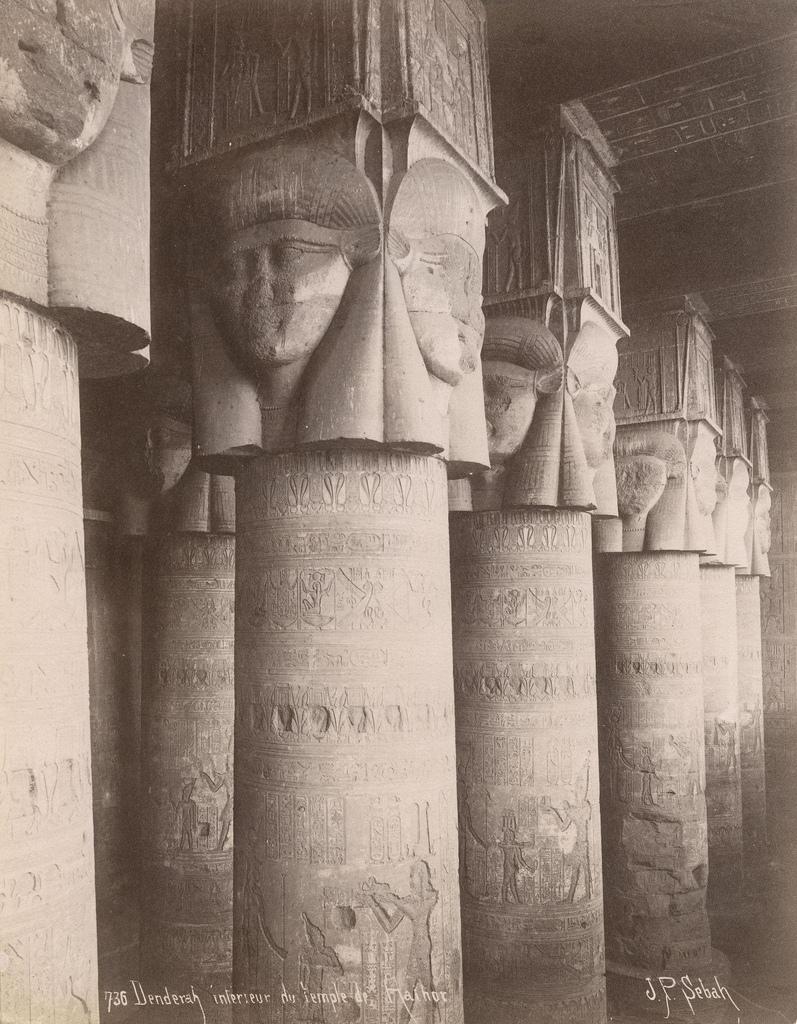 1890. Дендера.  хаторические колонны птолемеевского времени храма Хатхор