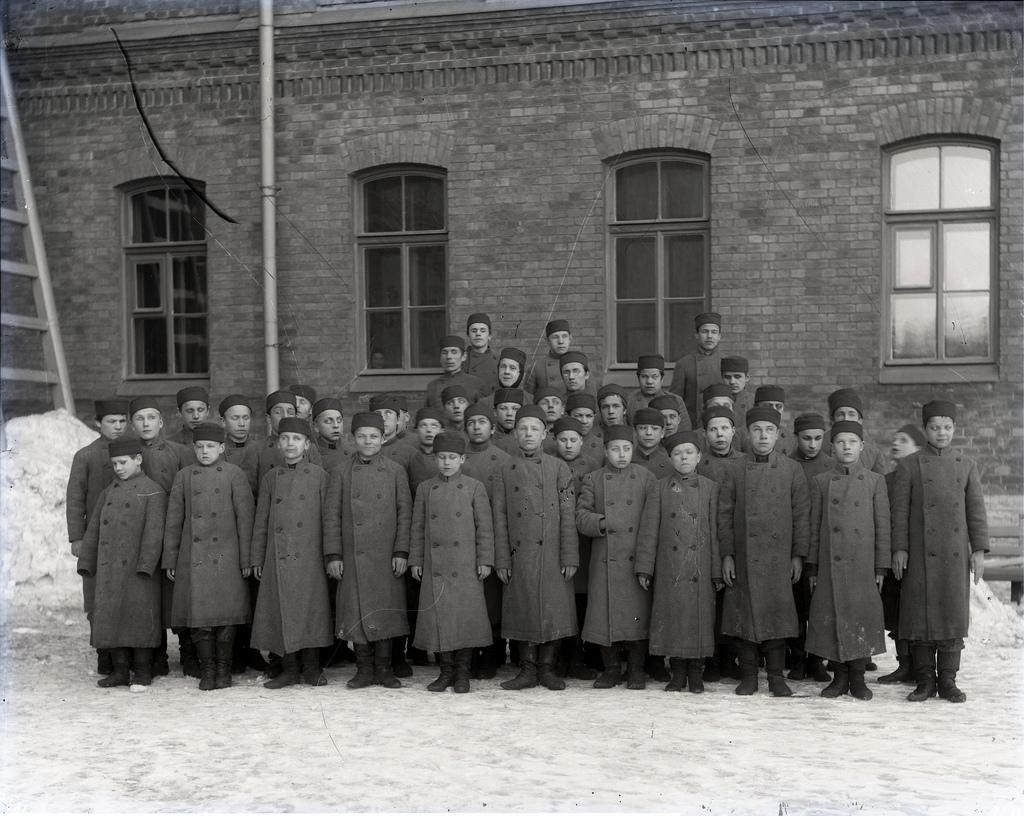 1890-е. Ученики Александро-Мариинского училища слепых