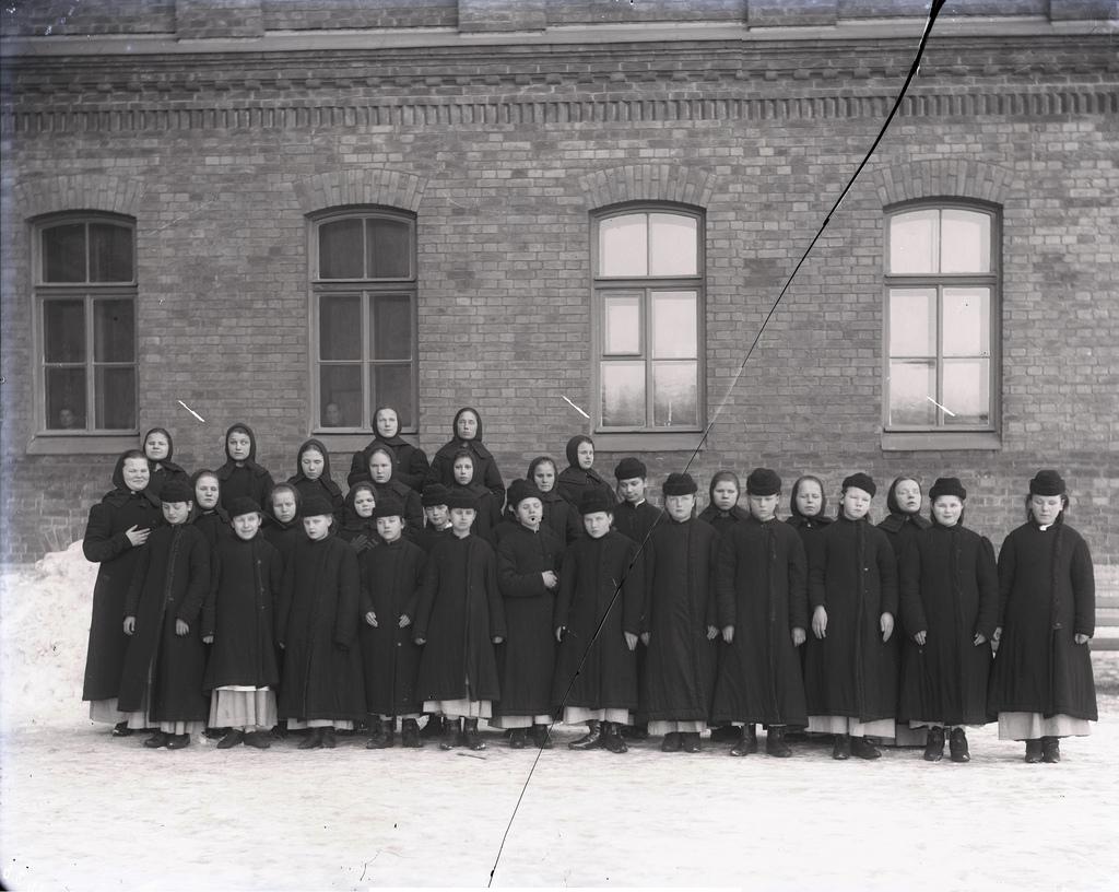 1890-е. Ученицы Александро-Мариинского училища слепых