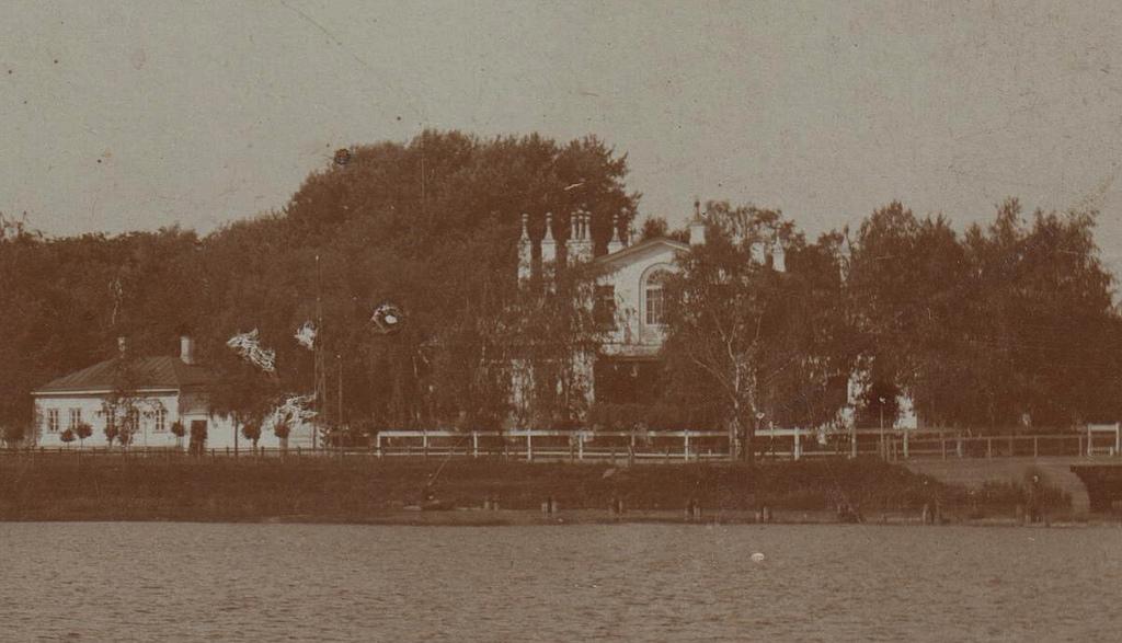 Дом начальника Ижорских заводов. Вид на здание от центральной плотины. 1900-е