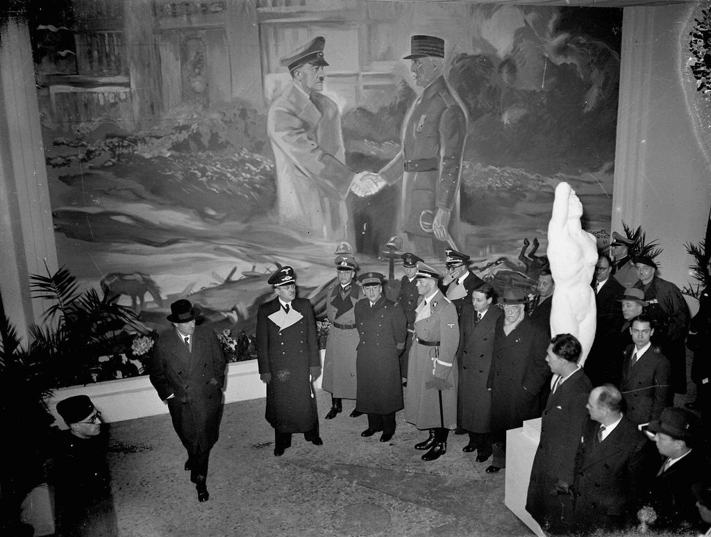 1942. Шлейер, Фернан де Бринон, Баркгаузен, Поль Марион и Бердт на открытии антибольшевистской выставки в зале Ваграм