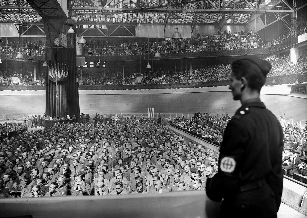 1943. Митинг французской Народной партии. Париж, Зимний Велодром, август