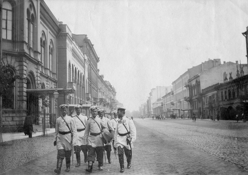 Группа полицейских на Сергиевской улице. 1907