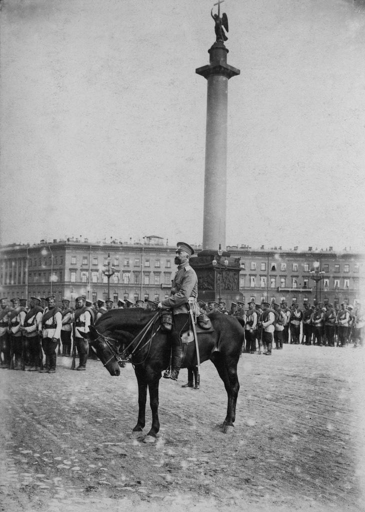 Построение войск на Дворцовой площади. 1914