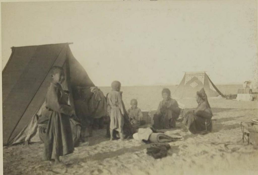 Лагерь в песчаных дюнах на озере Бага-Нор, 12 сентября