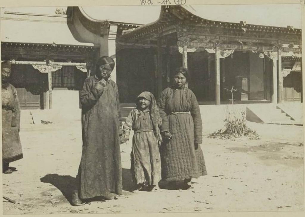 Кобдо. Монгольские девушки, 27 сентября