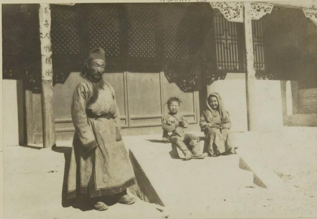 Кобдо. Дедушка и его внуки, 27 сентября