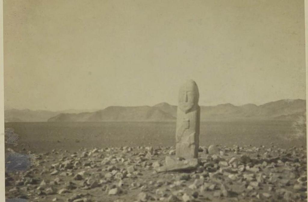 Монолит на равнине Кобдо, 1 октября
