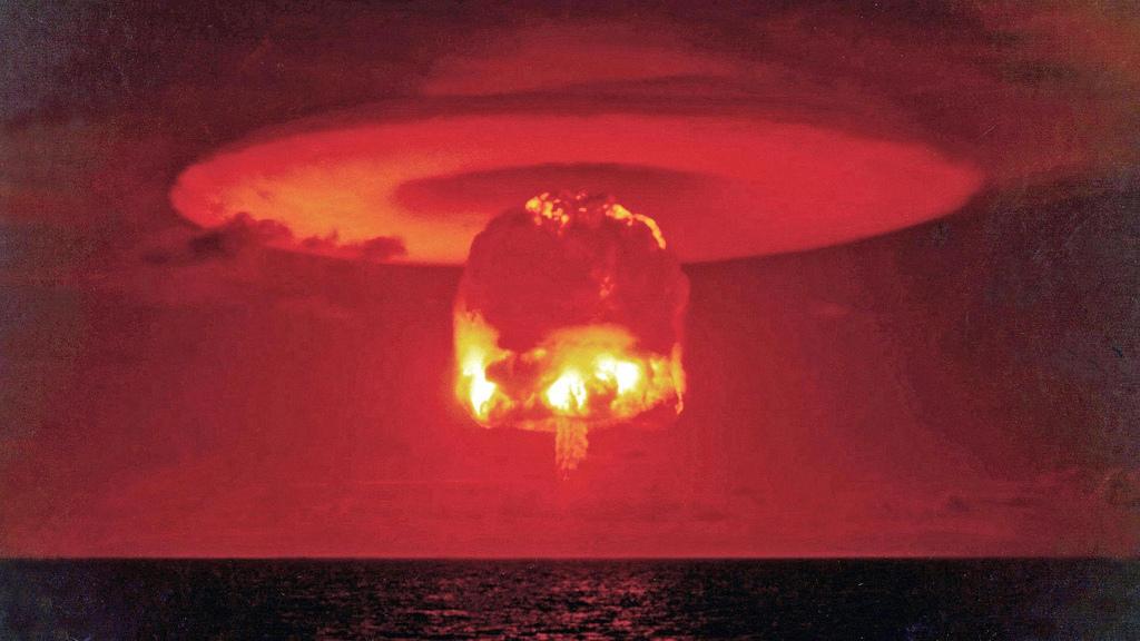 1954. Термоядерный взрыв на атолле Бикини под кодовым названием «Замок Ромео». Март