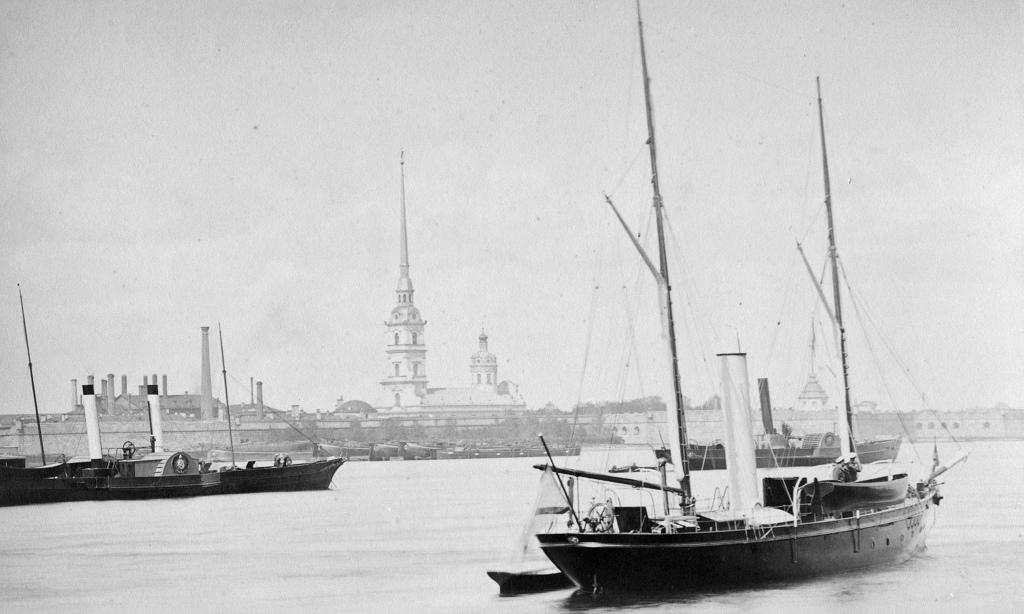 Вид на Петропавловскую крепость. 1895