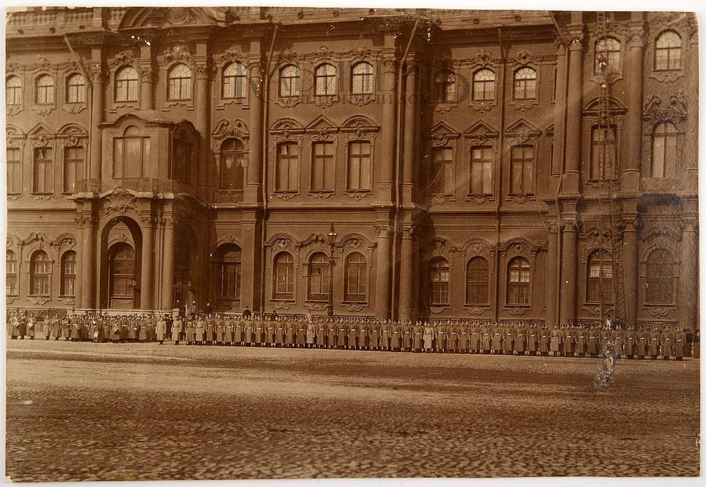 Смотр частям Дворцовой полиции на Дворцовой площади. 1900-е
