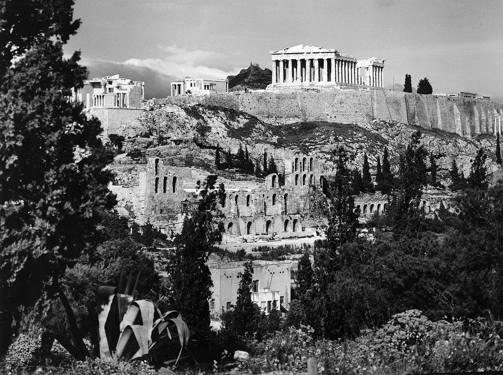 Акрополь. Южный склон
