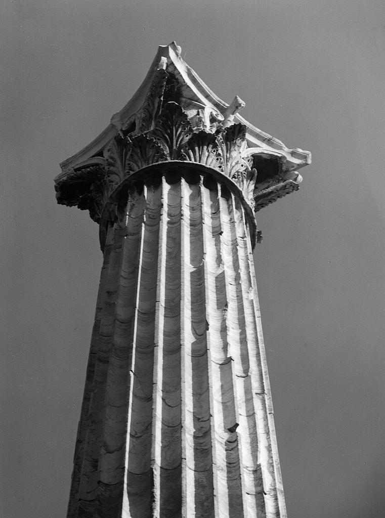 Олимпиеон. Коринфский капитель и колонна