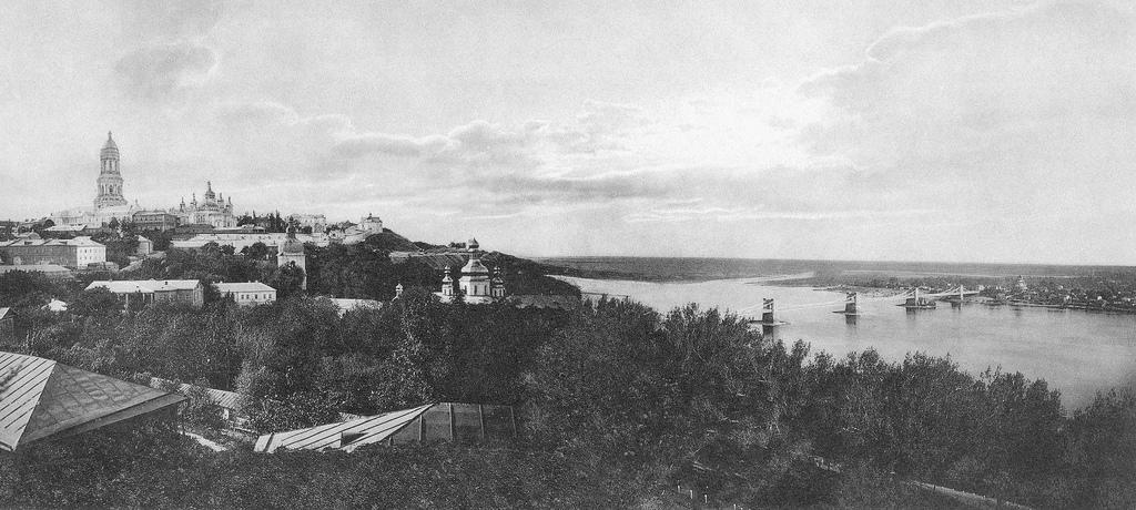 Общий вид Лавры и понтонный мост через Днепр (1896)