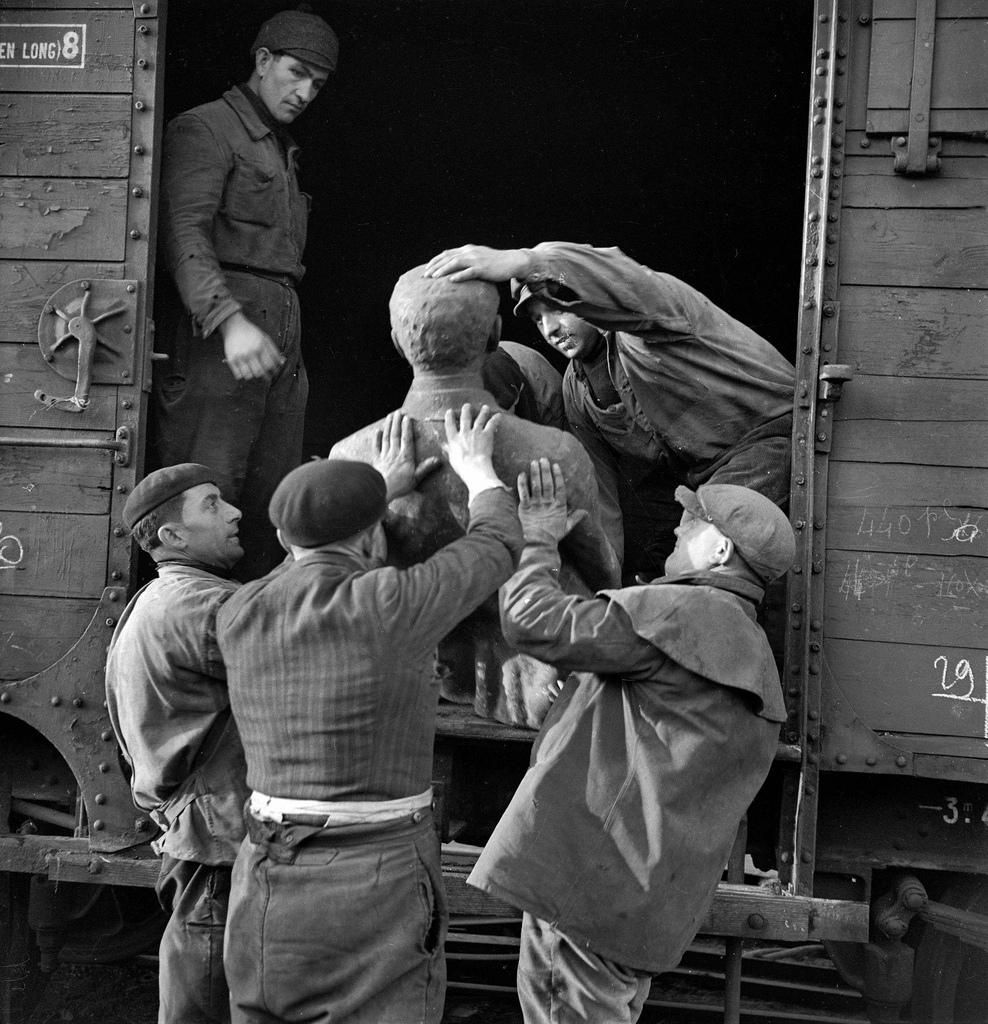 1941. Отправка статуй на переплавку