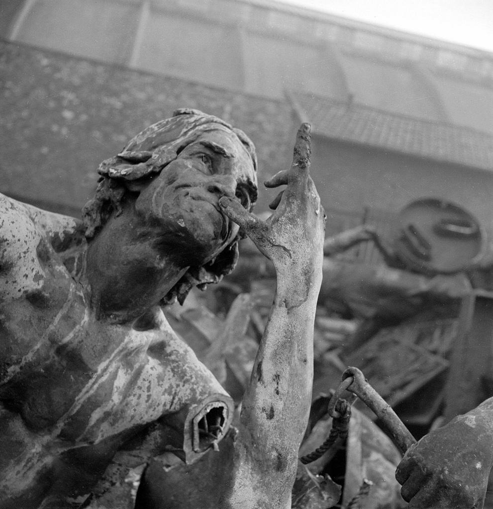 1941. Отправка статуй на переплавку. Статуя Жана-Поля Марата