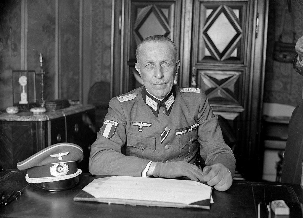 1942. Полковник Роже Лабонн, первый командующий Легиона Французских Добровольцев. Париж, март