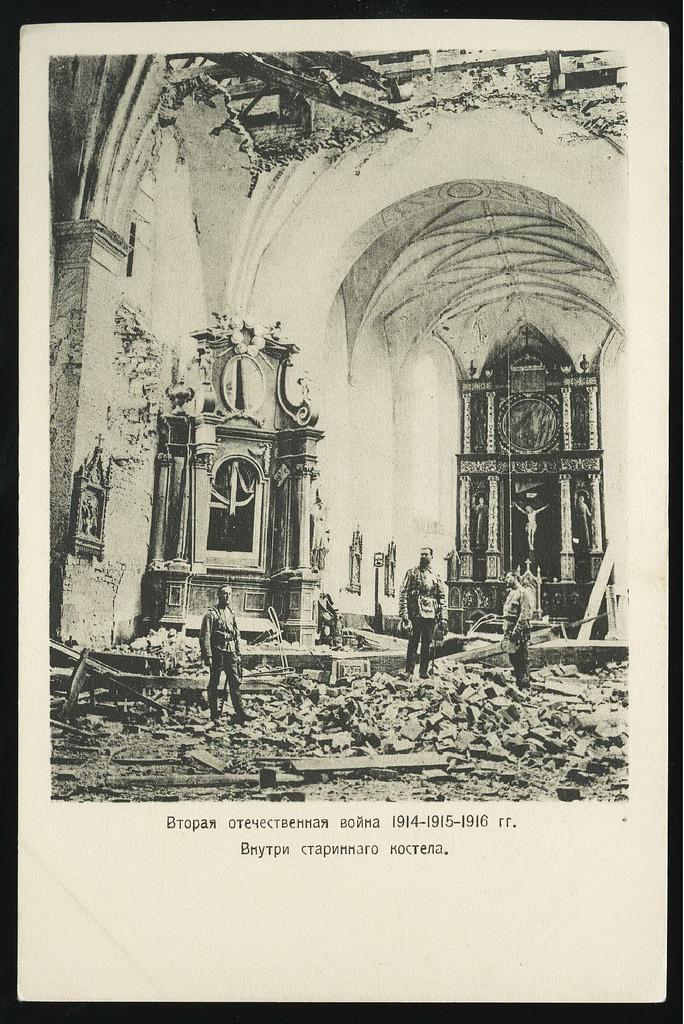 Внутри старинного костела
