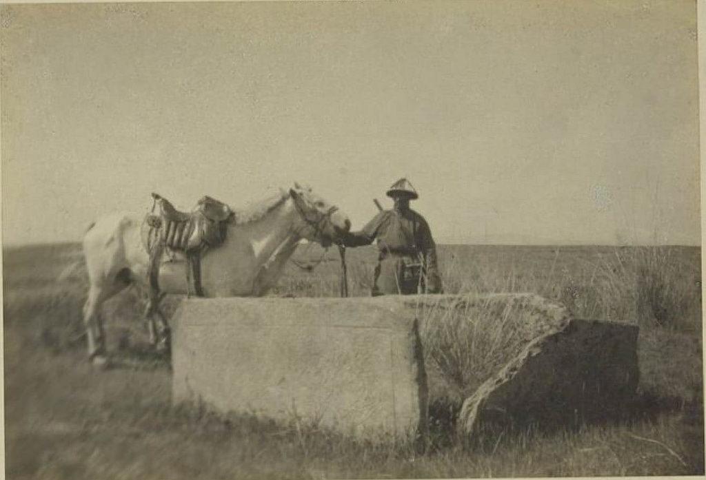 08. Гробниц в 2 км к северу от Кошо-Цайдама (13 июля)