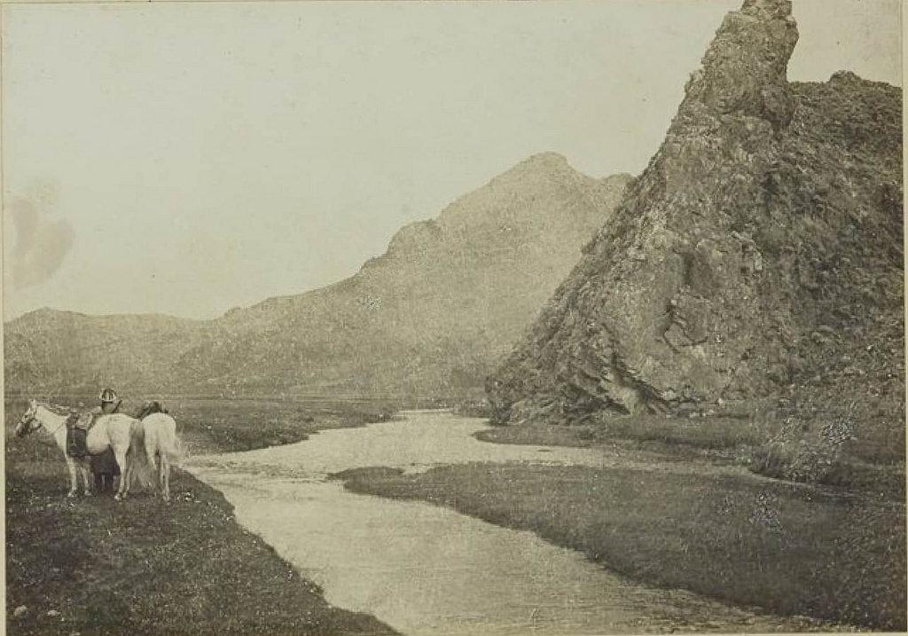 18. Скалистый утес на левом берегу Бусин-Гол, 7 августа