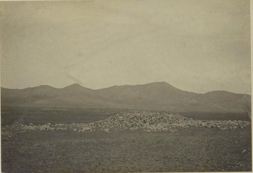 23. Одна из бесчисленных куч гранита, которые монголы называют «киргизскими гнездами», 23 августа
