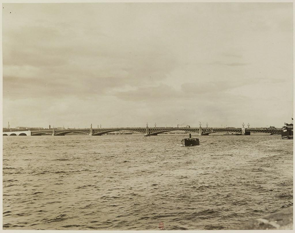 Вид на Троицкий мост через Неву. 1903