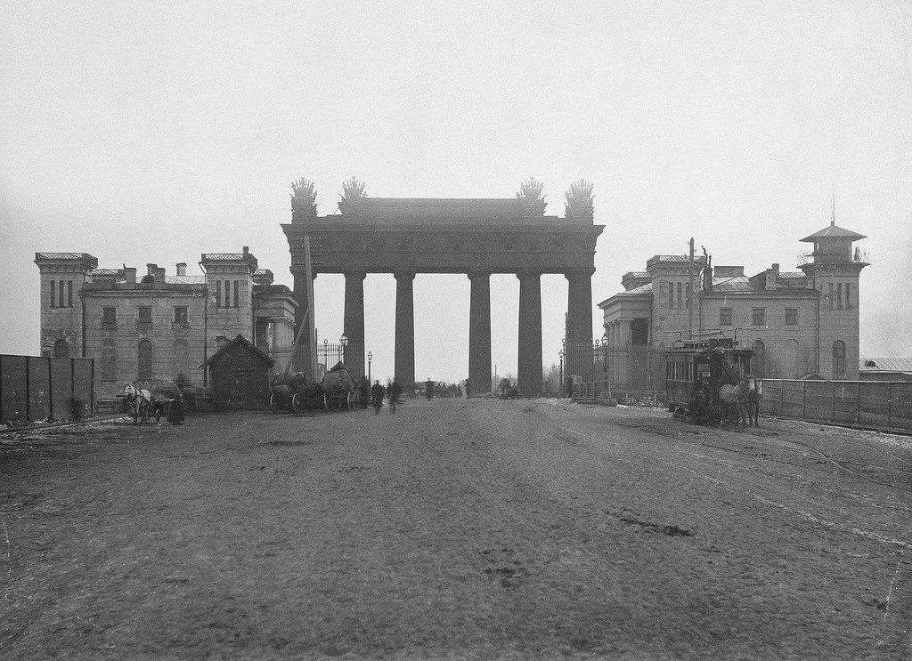 Московские триумфальные ворота со зданиями кордегардий, 1890-е