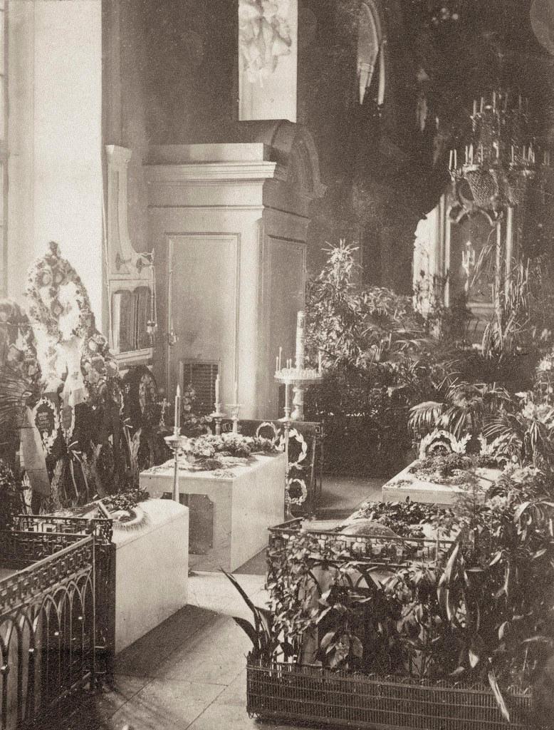 Императорские гробницы в Петропавловском соборе. 1869