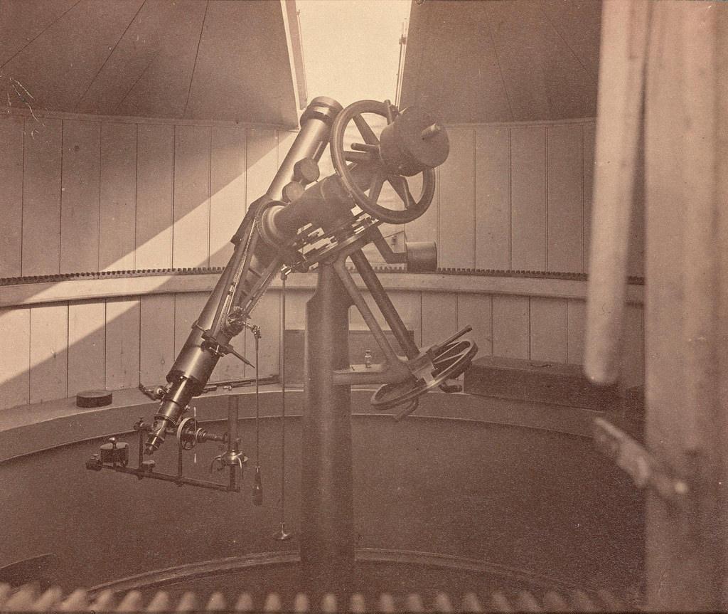 Телеском с экваториальной (параллактической) монтировкой в Пулковской обсерватории. 1876