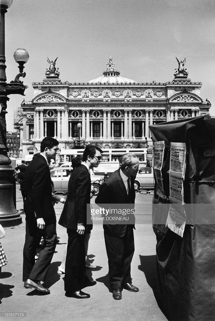1969. Газетный киоск на площади Оперы