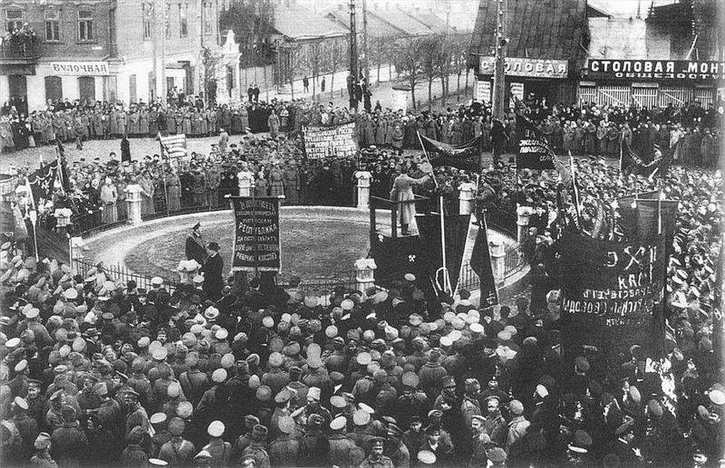 Празднование 1 мая в 1917 году на Виленском вокзале