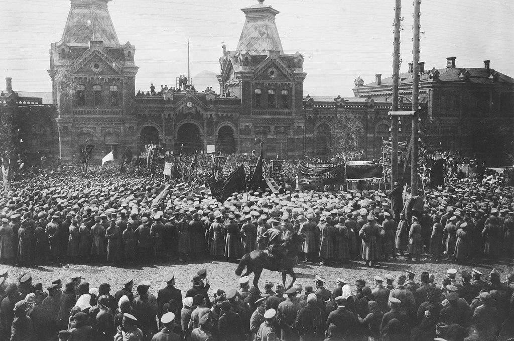 Празднование 1 мая в 1917 году на Виленском вокзале.