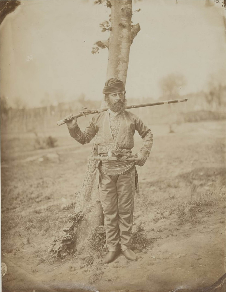 Гуриец в традиционной одежде