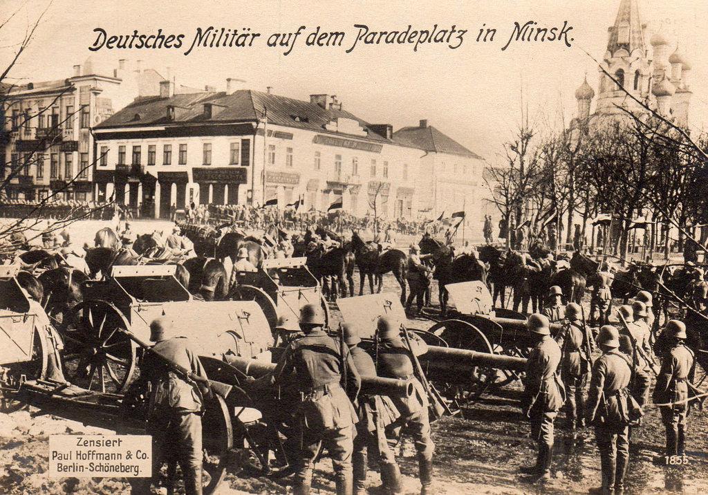 Немецкие пушки на площади Свободы