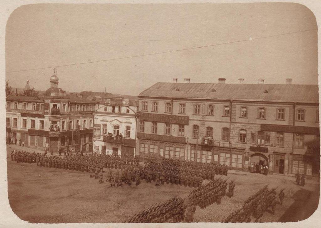 Парад немецких войск принимает принц Леопольд Баварский (главнокомандующий войсками Восточного фронта)