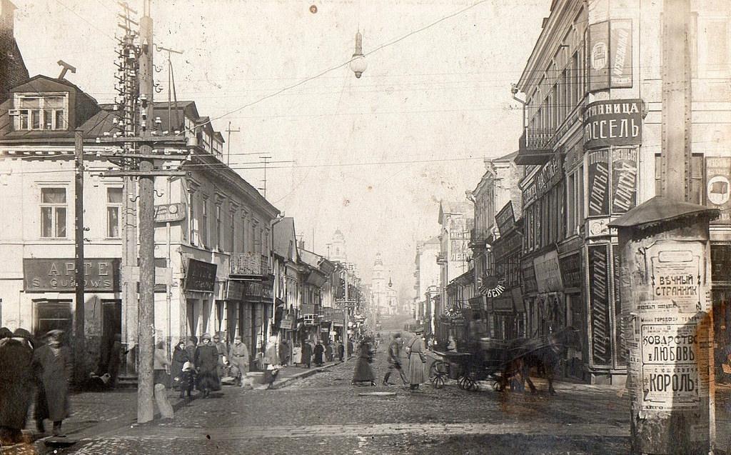 Перекресток Губернаторской и Захарьевской улиц