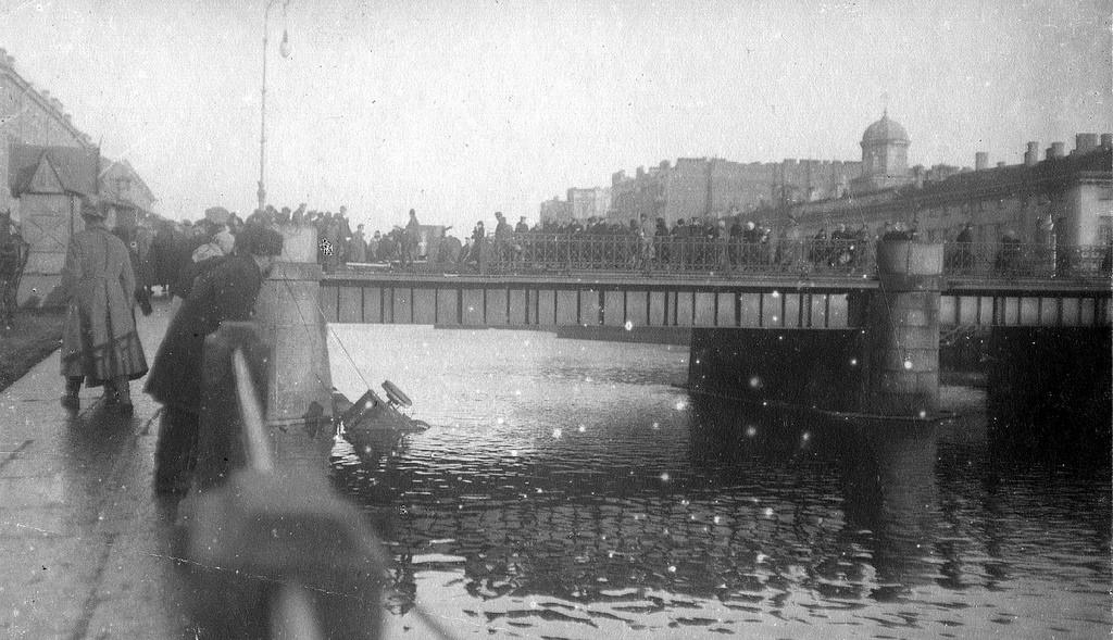 У Семёновского моста