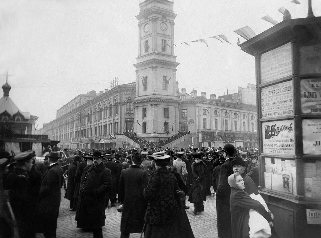 Невский проспект у Городской думы. 1905