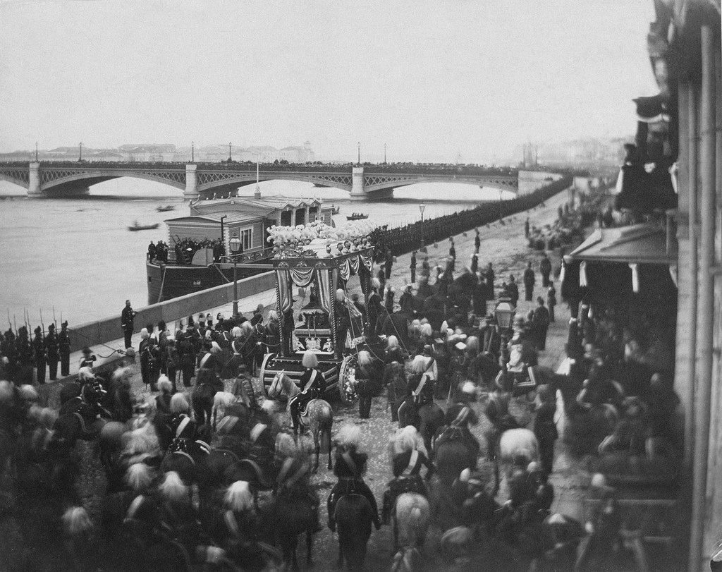 На Английской набережной во время перевоза тела цесаревича великого князя Николая Александровича. 1865