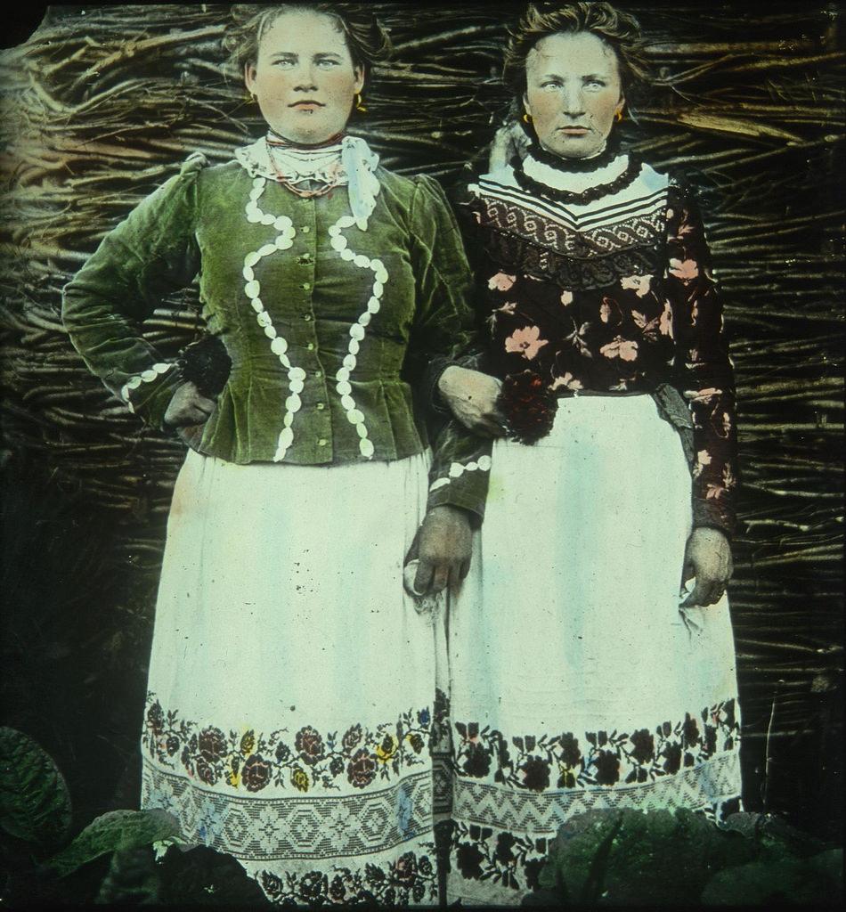 Портрет двух крестьянок