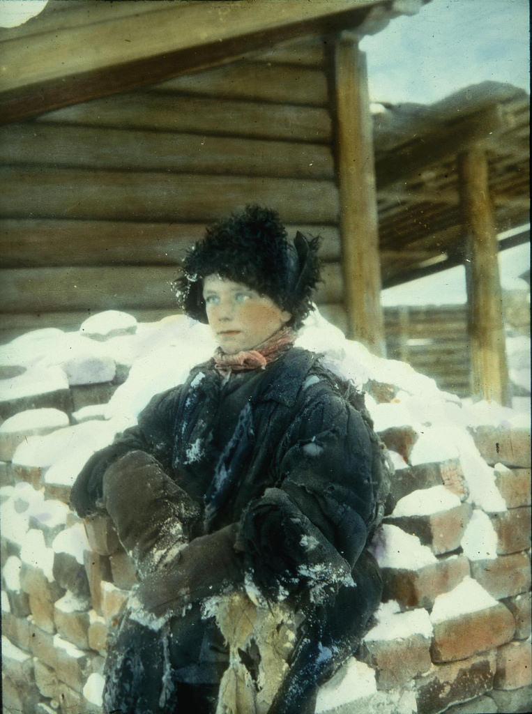 Подросток в зимней одежде