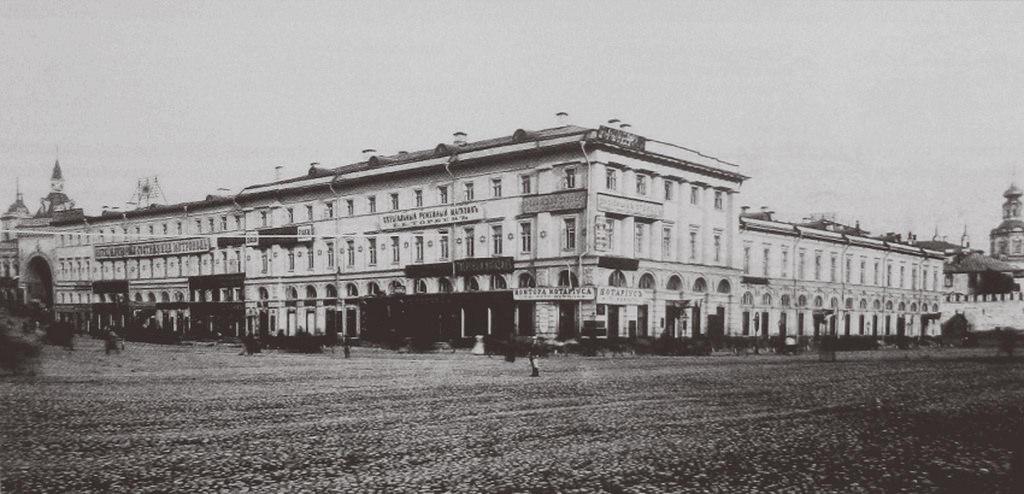 Дом купца Челышева на Театральной площади.