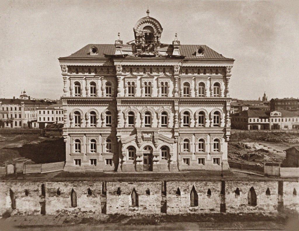 Политехнический музей, вид из-за Китайгородской стены