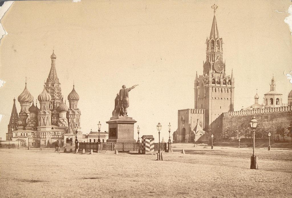 Вид на Спасскую башню и Красную площадь