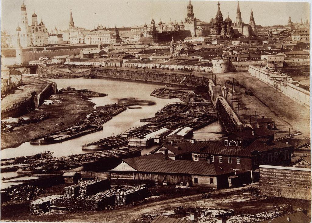 Вид на Кремль и Москву-реку (расширенная версия)