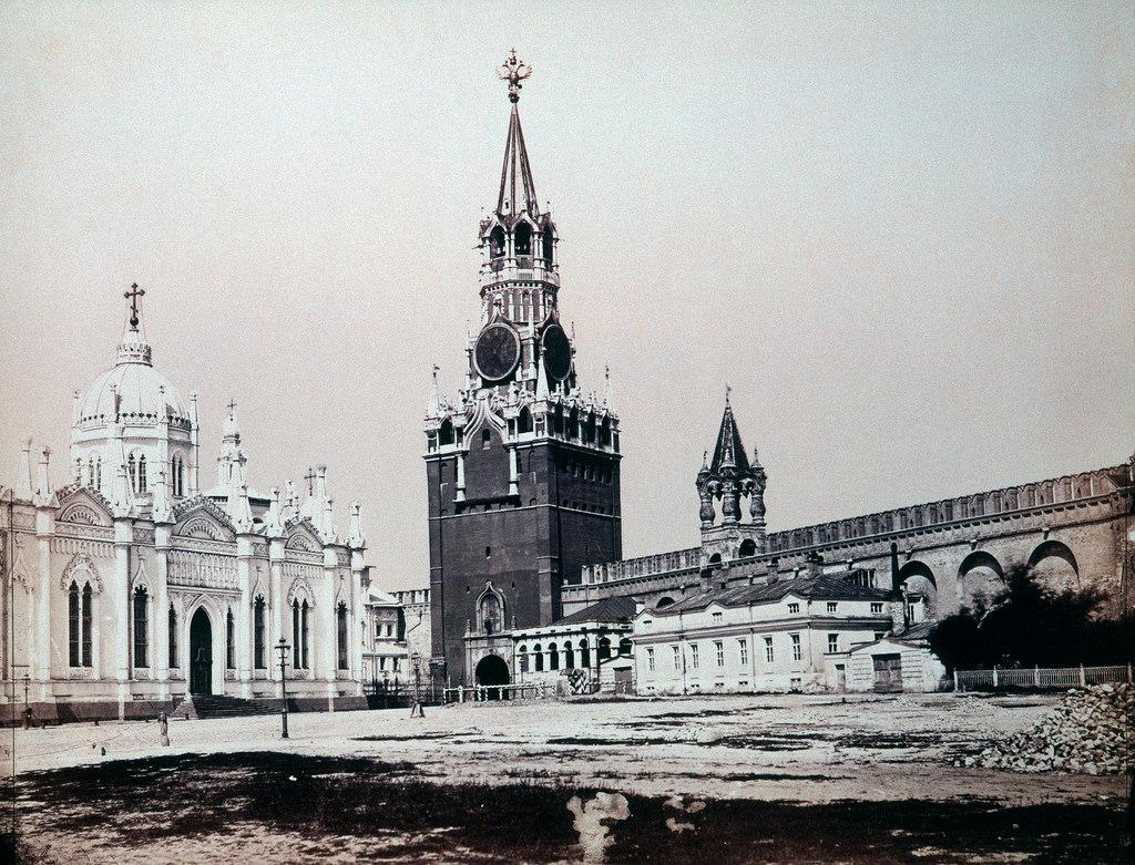 Вознесенский Монастырь и Спасские ворота.