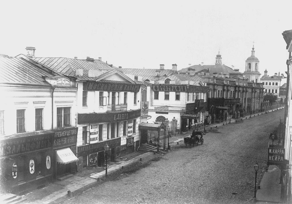 Улица Кузнецкий Мост у дома князя Гагарина. 1860-е